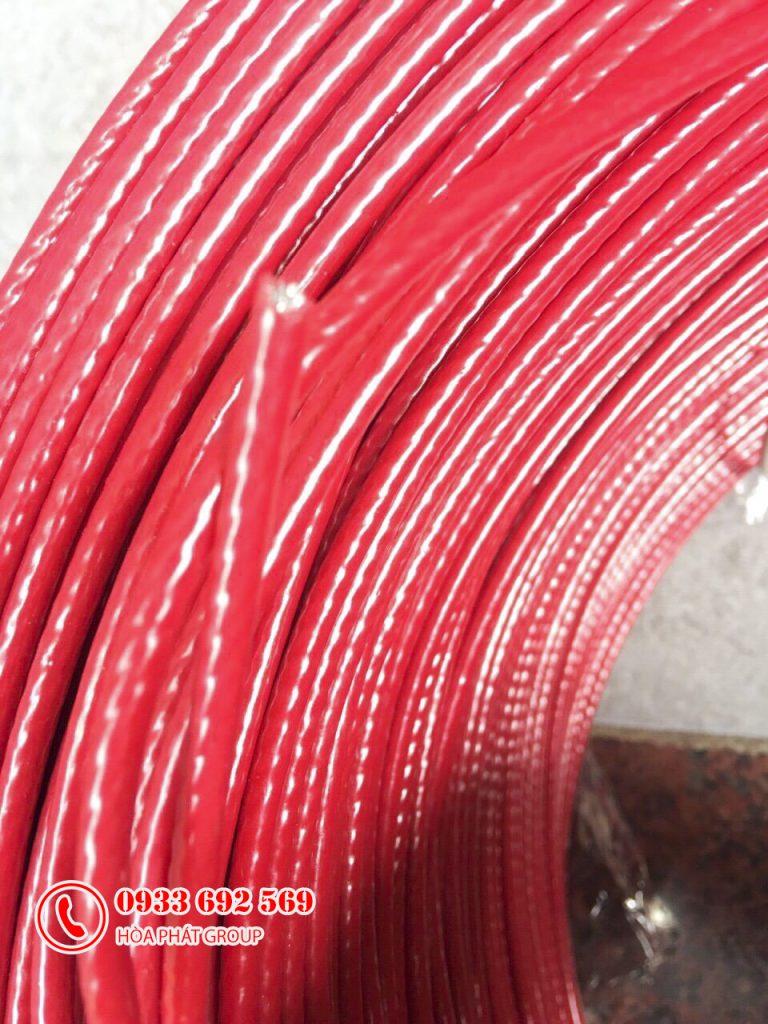 các cầu thang bọc nhựa màu đỏ