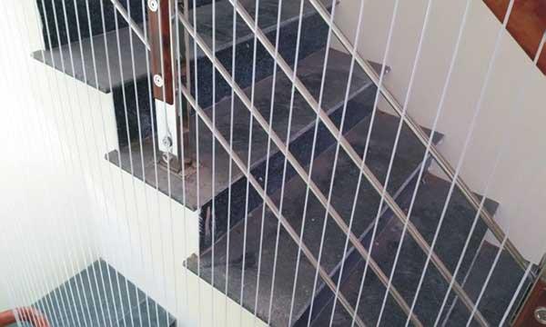 Công dụng của lưới bảo vệ cầu thang
