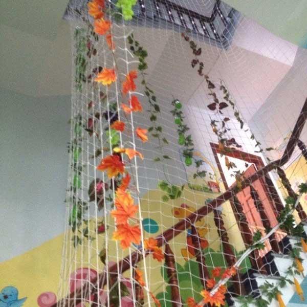 Sự cần thiết của việc lắp đặt lưới cầu thang trường mầm non