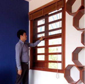 Công ty TNHH Trang trí Nội thất Hòa Phát chuyên cung cấp và lắp đặt các sản phẩm Cửa lưới chống muỗi tự cuốn.Cam kết nhập khẩu 100% sản phẩm chính hãng. Cửa lưới chống muỗi tự cuốnbảo hành chính hãng dài hạn.  Hotline: 0933 692 569