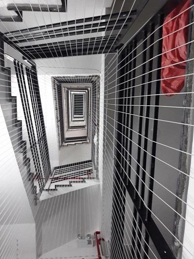 Trường hợp nào nên lắp lưới chắn cầu thang TPHCM?